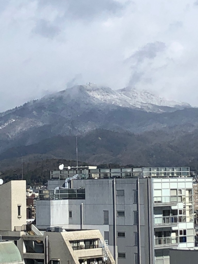 京都から見える雪の比叡山1