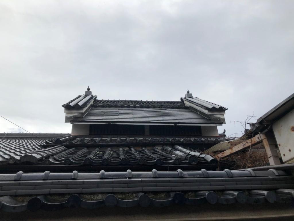 奈良で見かけた鳩の瓦の飾り1