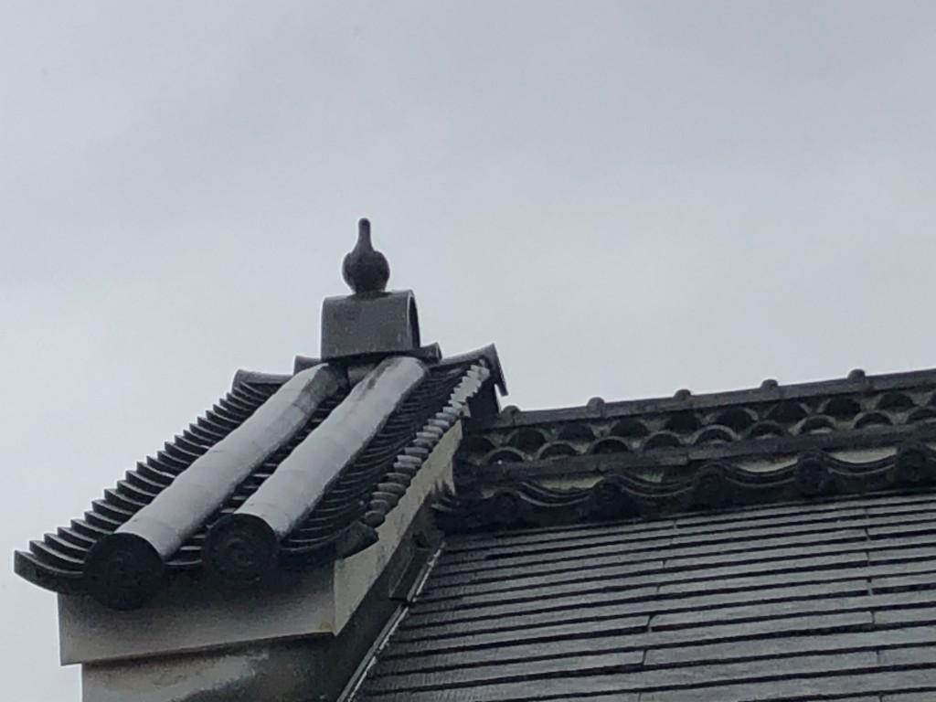 奈良で見かけた鳩の瓦の飾り2