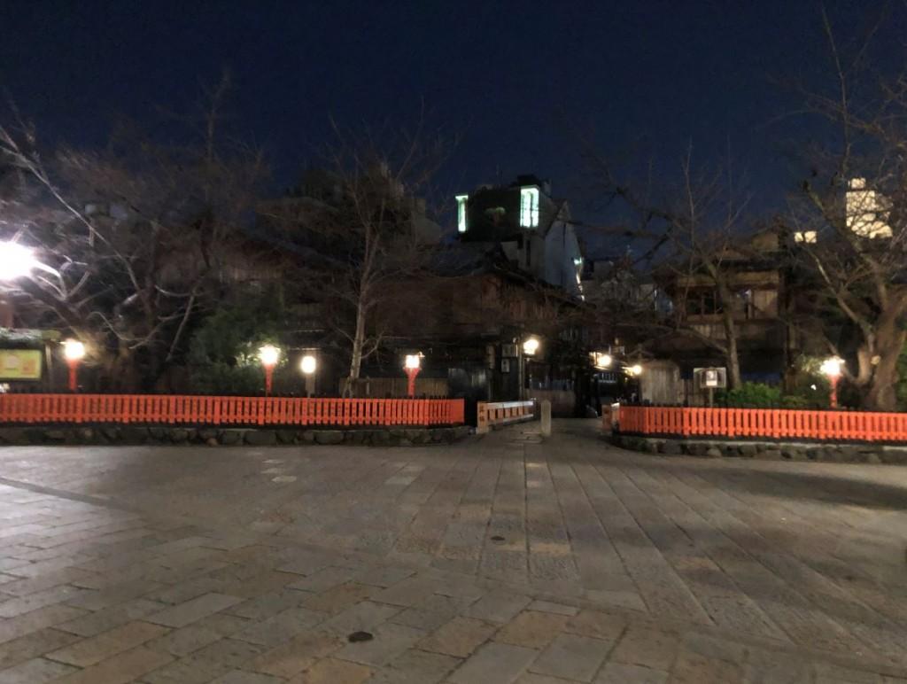人波が消えた夜の巽橋界隈1