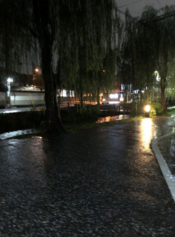 東山古門前の夜2