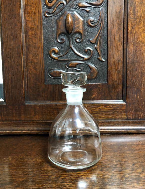 古いお酒のボトル